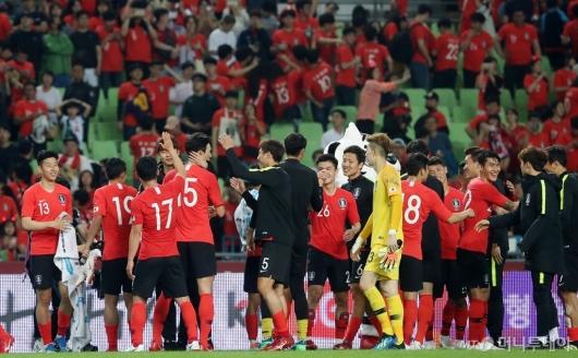 [사진]기뻐하는 축구대표팀