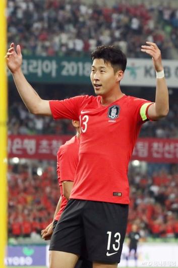 [사진]손흥민, '기분 좋은 첫 골'