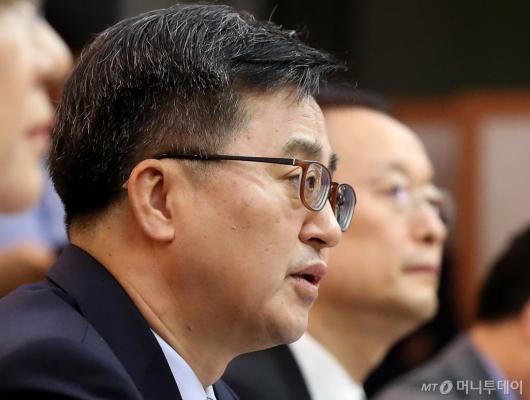 [사진]회의 주재하는 김동연 부총리