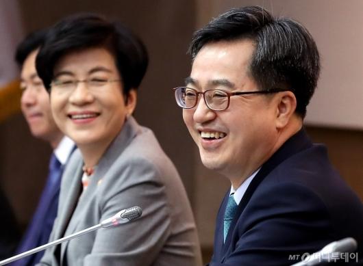 [사진]김동연 부총리, '웃음 가득'