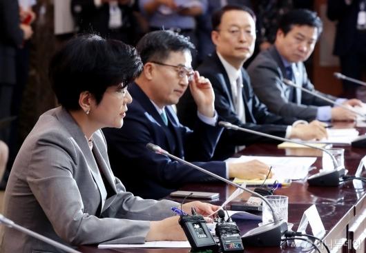 [사진]발언하는 김영주 장관