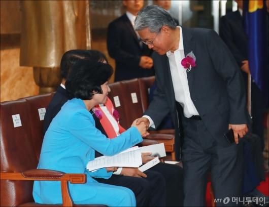 [사진]악수하는 추미애-김동철