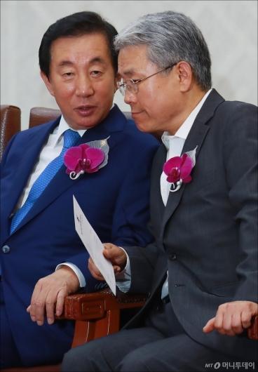 [사진]대화하는 김성태-김동철