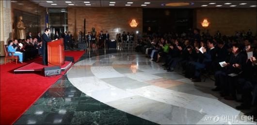 [사진]'국회 공백' 앞둔 70주년 개원기념식