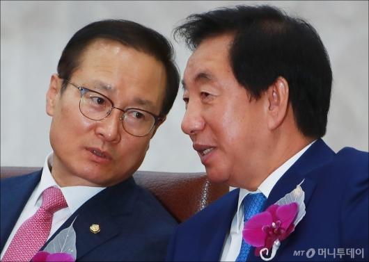 [사진]홍영표-김성태 '무슨 얘기중?'