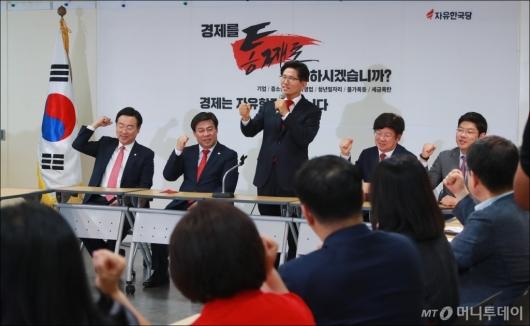 [사진]구호 외치는 김문수