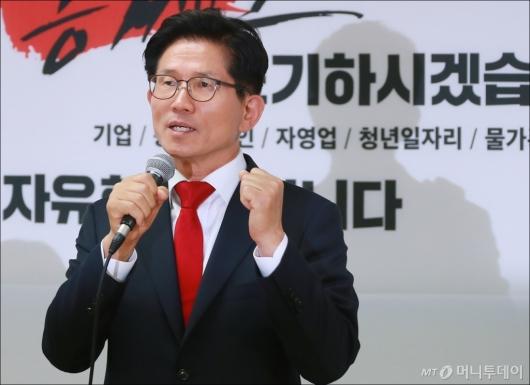 [사진]주먹 쥔 김문수