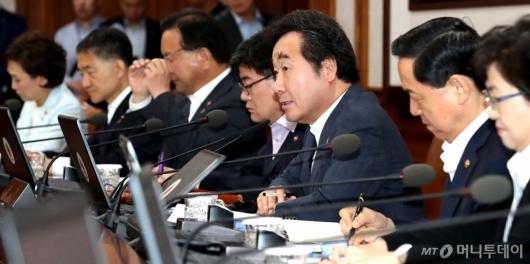 [사진]국무회의 발언하는 총리