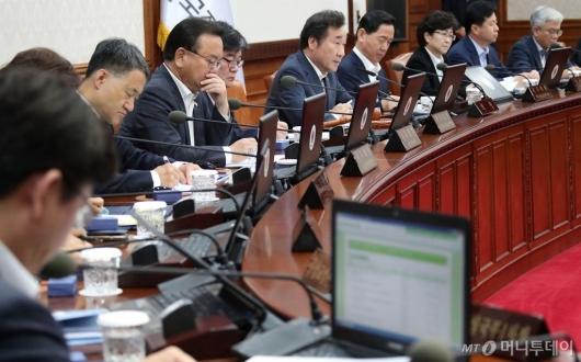 [사진]국무회의 주재하는 이낙연 총리