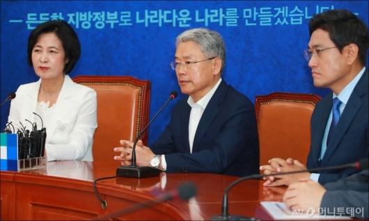 [사진]추미애 대표 예방한 김동철 비대위원장