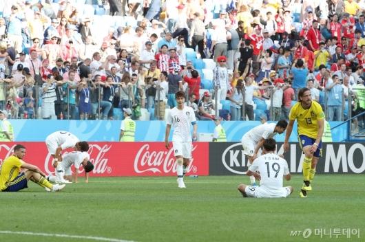 [사진]한국, 스웨덴에 0-1 패