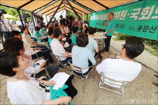 [사진]바른미래당 비대위원-국회의원, 용문산 야영장 워크숍