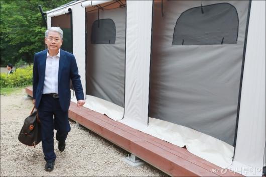 [사진]야영장 워크숍 참석하는 김동철 비대위원장