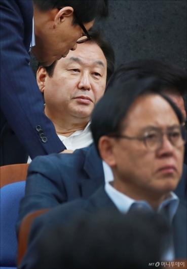 [사진]굳은 표정의 김무성 의원