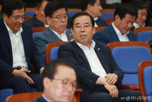 [사진]의원총회 참석한 '메모논란' 박성중 의원