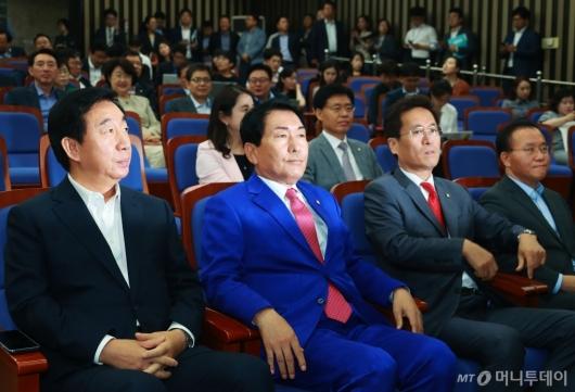 [사진]심각한 표정의 자유한국당 원내 지도부