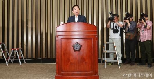 [사진]모두발언하는 김성태 권한대행