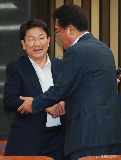 [사진]의총 참석한 권성동 자유한국당 의원