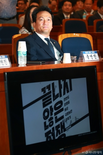 [사진]안민석, '끝나지 않은 전쟁' 증보판 출판기념회