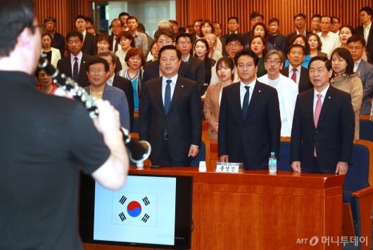 [사진]안민석 '끝나지 않은 전쟁' 출판기념회 개최