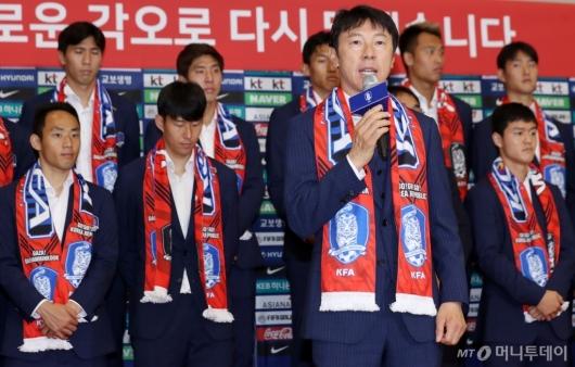 [사진]해단식 하는 축구대표팀 신태용 감독