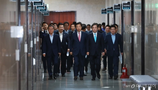 [사진]자유한국당 비대위 첫 회의 개최