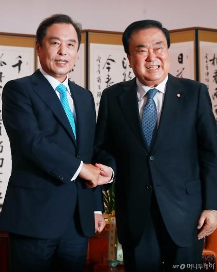 [사진]국회의장 찾은 김병준 자유한국당 비대위원장