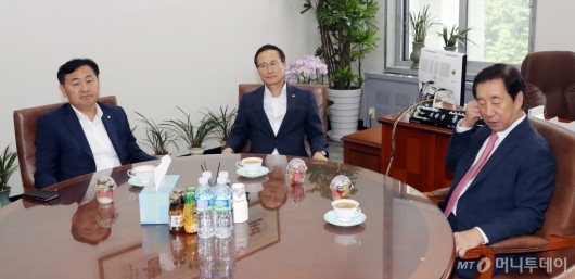 [사진]교섭단체 3당 원내대표 회동