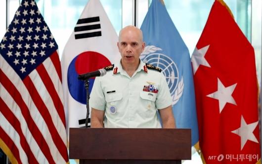 [사진]기념사하는 웨인 에어 유엔군사령부 부사령관