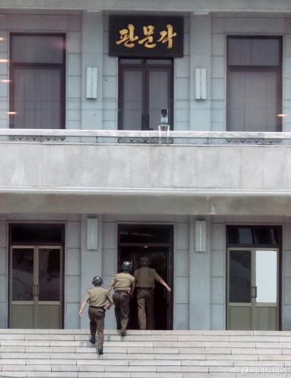 [사진]이동하는 북한 병사들