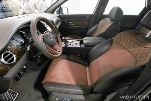 [사진]벤틀리 '벤테이가 W12 코리안 에디션'의 운전석