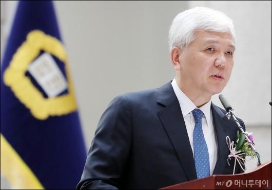 [사진]퇴임하는 김신 대법관