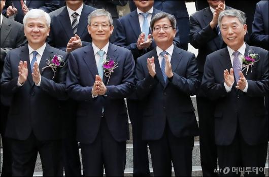[사진]대법관 퇴임식 참석한 김명수 대법원장