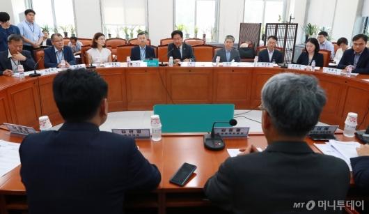 [사진]'현안보고·개선방향' 바른미래당 찾은 국방부 관계자들