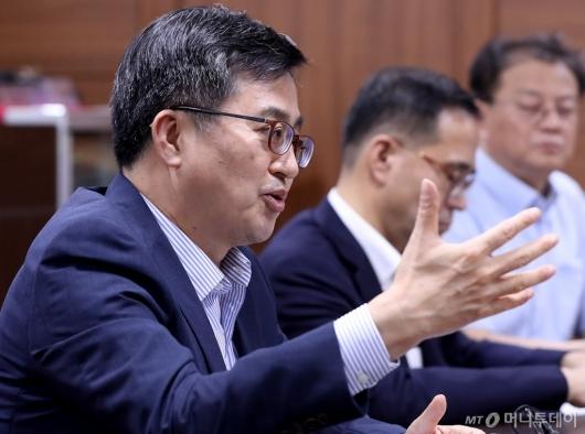 [사진]발언하는 김동연 부총리
