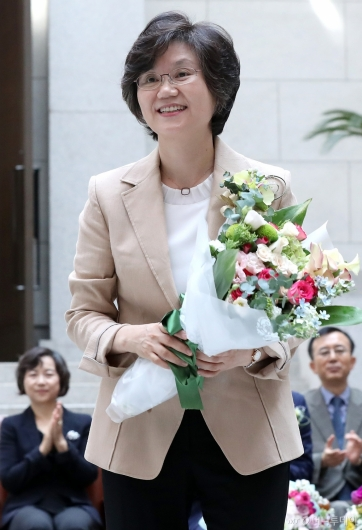 [사진]미소 짓는 노정희 신임 대법관