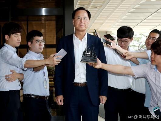 [사진]검찰 포토라인 선 노대래 전 위원장