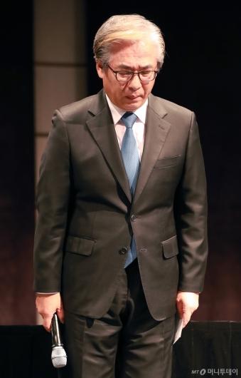 [사진]굳은 표정의 김효준 BMW 코리아 회장