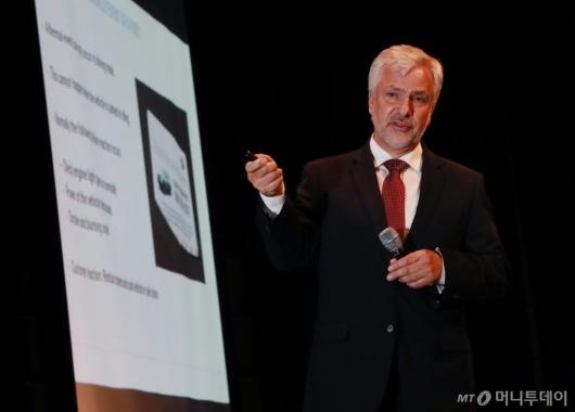 [사진]브리핑하는 요한 에벤비클러 BMW 품질관리 수석 부사장