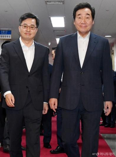 [사진]국무회의 입장하는 이낙연 총리-김동연 부총리