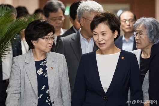 [사진]대화하는 김은경-김현미 장관