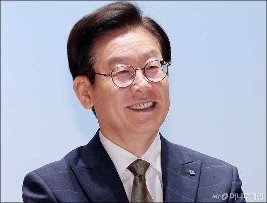 [사진]밝게 미소짓는 이재명 경기도지사