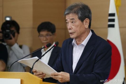 [사진]대입제도 개편 권고안 발표하는 김진경 특별위원장