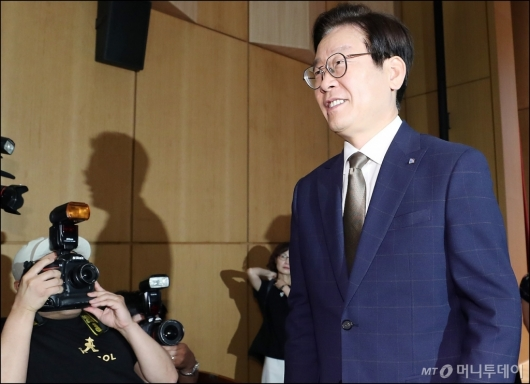 [사진]기자회견 마친 이재명 경기도지사
