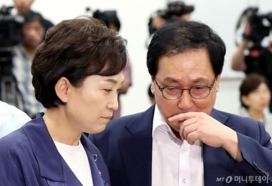 [사진]머리 맞댄 유영민-김현미 장관
