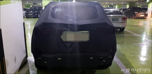 [사진]쇼핑몰에 주차된 기아차 SP양산형 모델