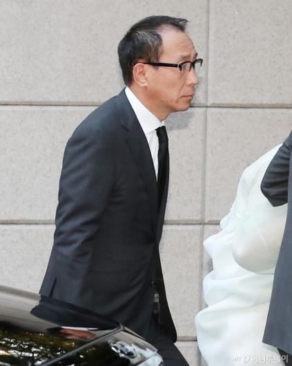 [사진]故 변중석 여사 11주기 참석하는 정몽혁 회장