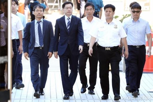 [사진]법원 도착한 김경수 지사