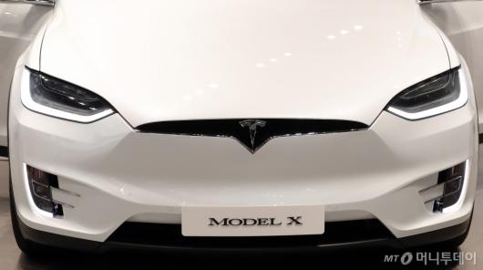 [사진]군더더기 없는 테슬라 모델 X