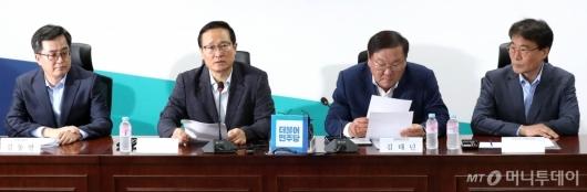 [사진]고용상황 관련 당정청회의 발언하는 홍영표